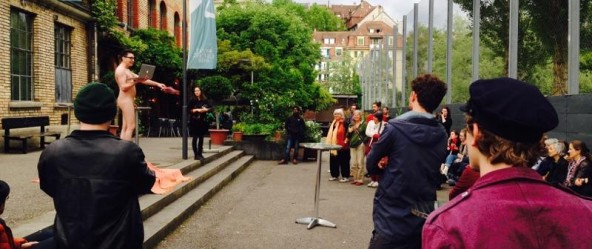 """Make Love, Not War"" - Nacktperformance vor der Dampfzentrale Bern, ACT Festival Bern"